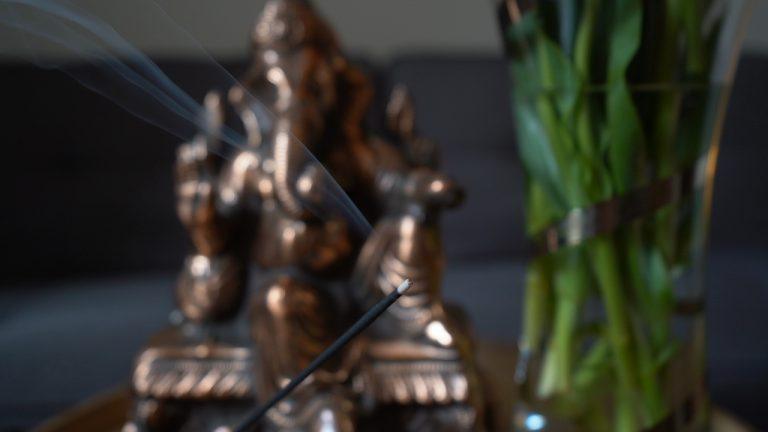 Räucherstäbchen & Ganesha